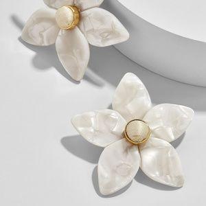 FLOWER STUD RESIN EARRINGS